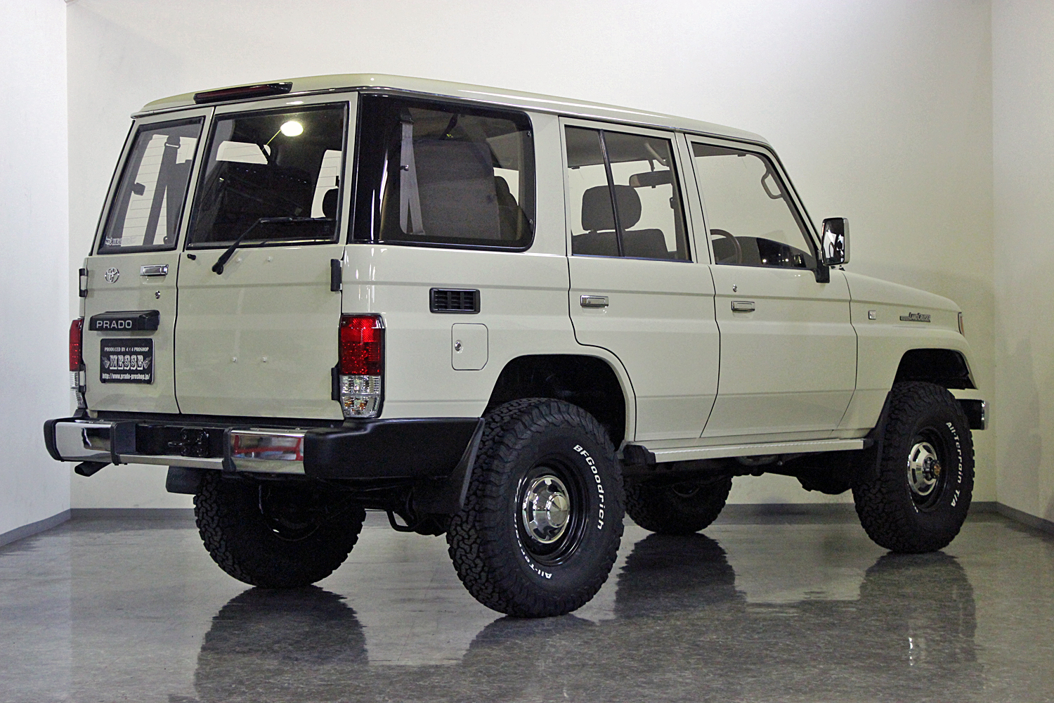 78prado-custom-old-english-white07