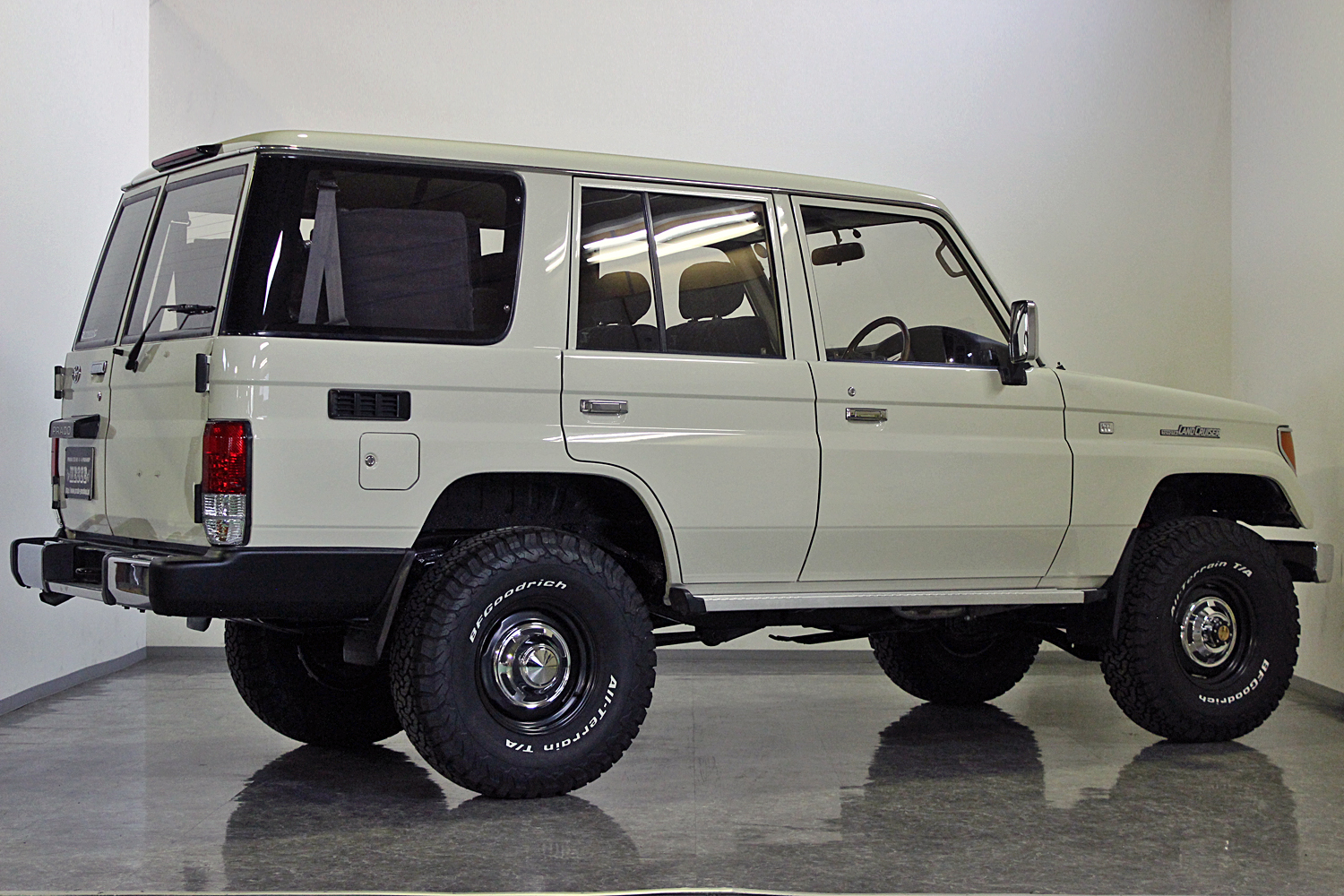 78prado-custom-old-english-white08