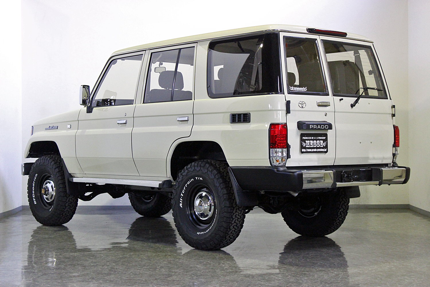 78prado-custom-old-english-white09