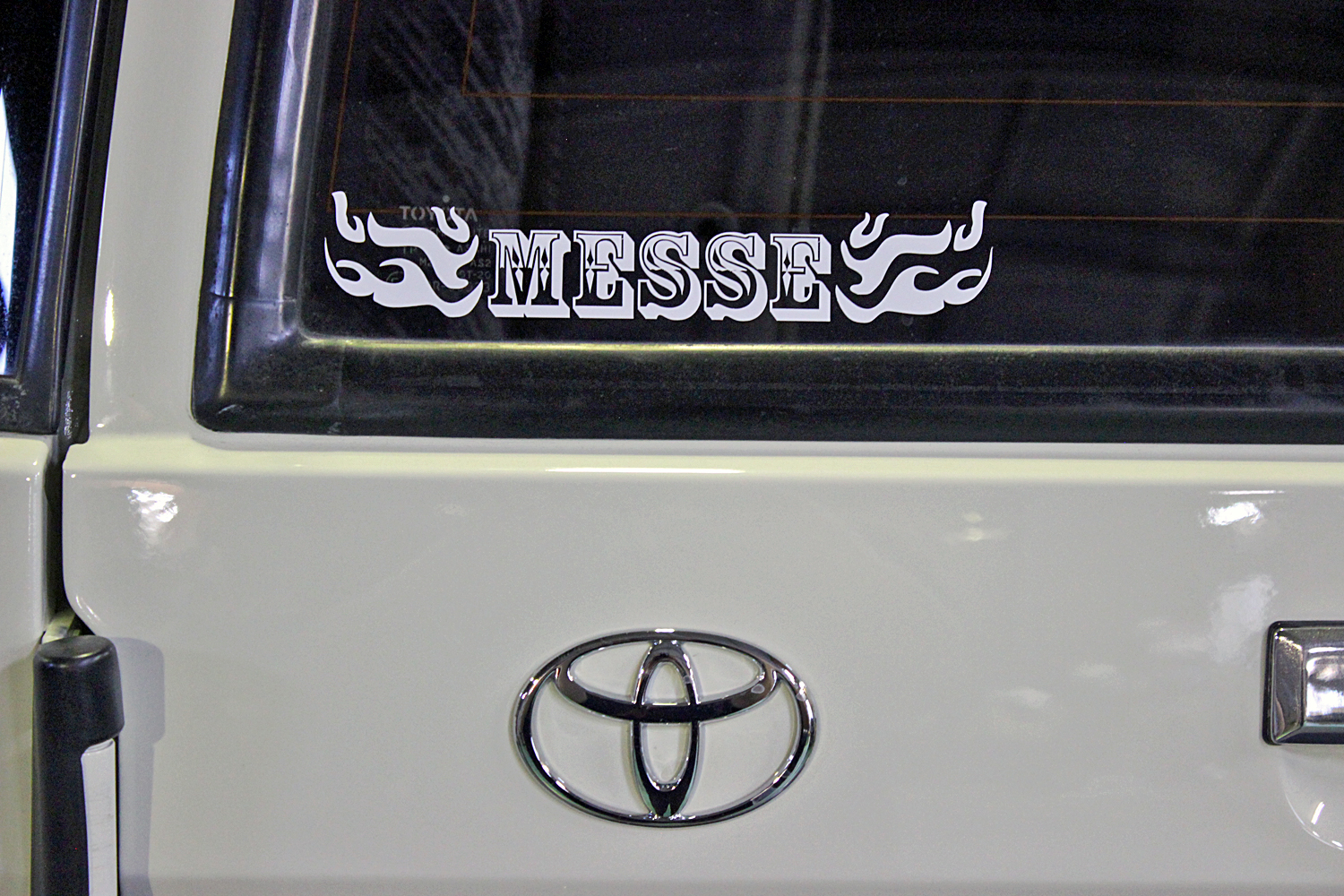 78prado-custom-old-english-white15