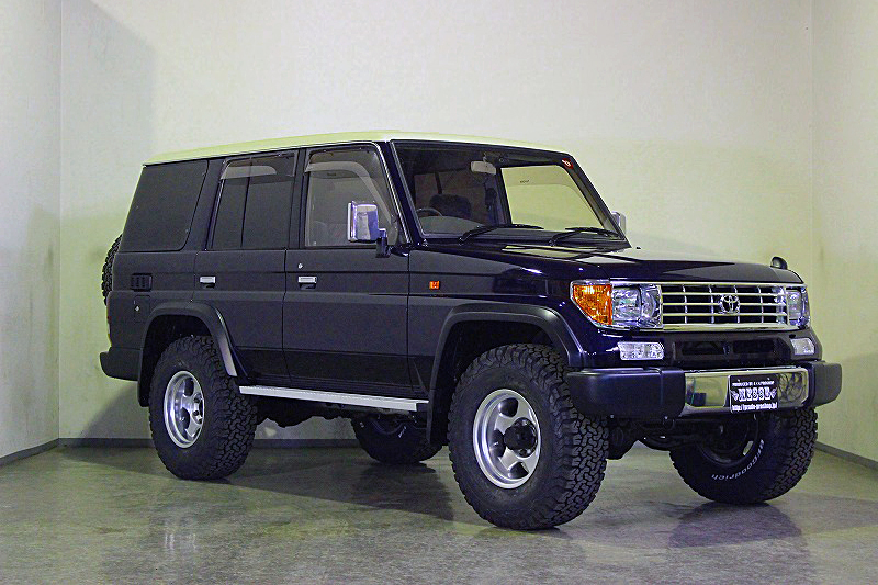 78プラドカスタム中古車「家族全員一台の車で、山登り、キャンプ、旅行に行けること、最高です」05