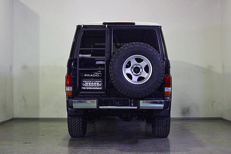 78プラドカスタム中古車「家族全員一台の車で、山登り、キャンプ、旅行に行けること、最高です」07