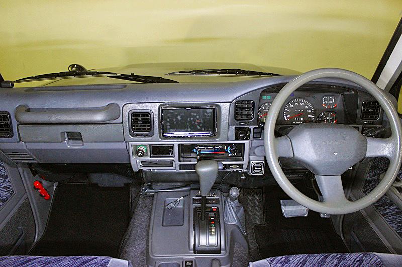 78プラドカスタム中古車「家族全員一台の車で、山登り、キャンプ、旅行に行けること、最高です」10