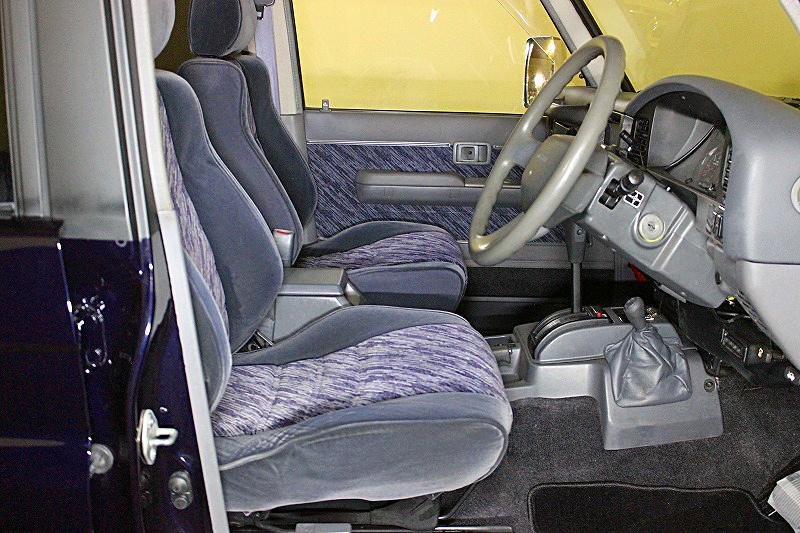 78プラドカスタム中古車「家族全員一台の車で、山登り、キャンプ、旅行に行けること、最高です」11