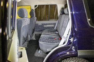 78プラドカスタム中古車「家族全員一台の車で、山登り、キャンプ、旅行に行けること、最高です」14